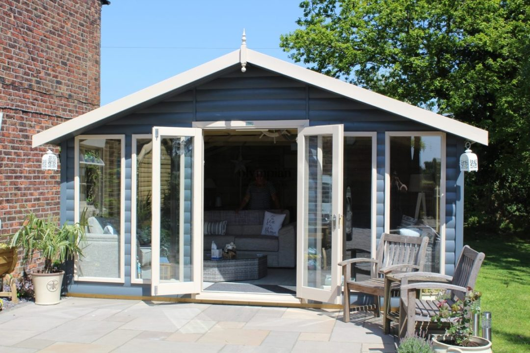 Outdoor Dining Room in Holmes Chapel