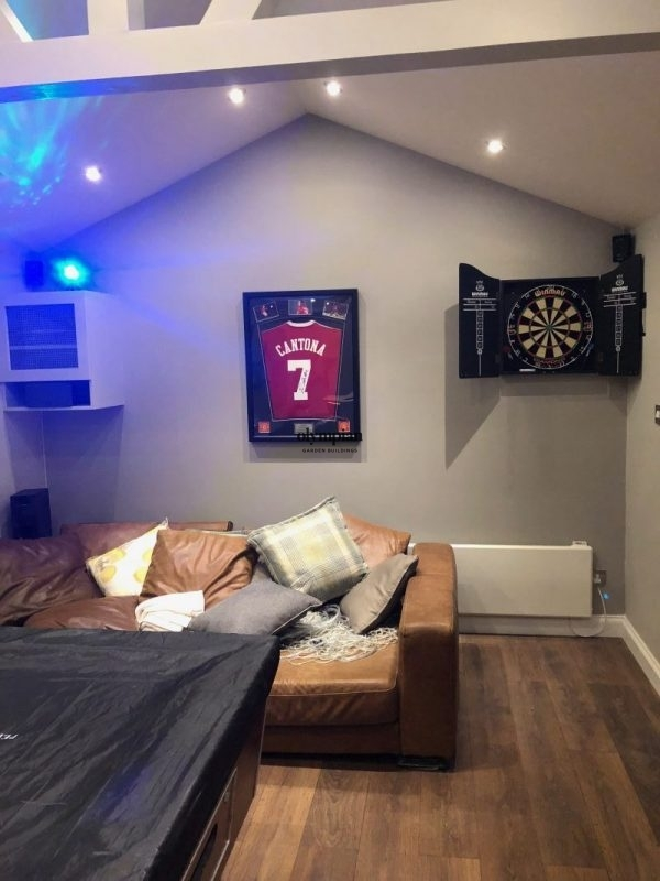 Insulated studio furnished with sofa and pool table